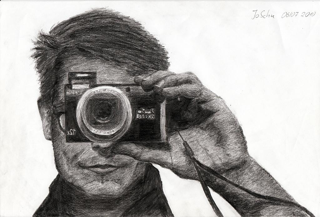 Selbstbildnis mit Kamera. Bleistift auf Papier, 20 x 30 cm.
